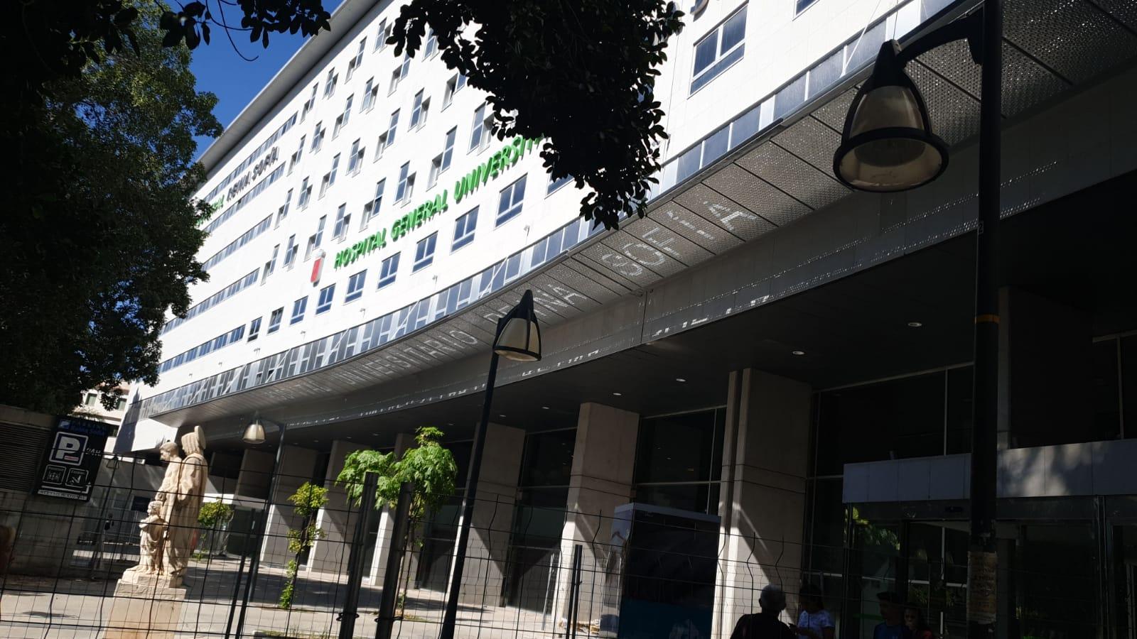 Fachada del hospital Reina Sofía de Murcia, para el cual Ingenioo Studio ha realizado un recálculo de marquesina.